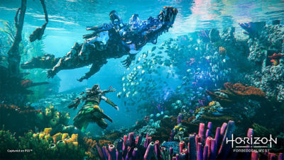 PS4 Horizon Forbidden West image with Aloy swimming underwater avoiding a machine